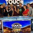 """Estelle Denis et l'équipe de """"Touche pas à mon sport"""" pour la dernière de l'émission, samedi 5 novembre 2016"""