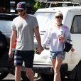 Liam Hemsworth et sa petite-amie Miley Cyrus vont prendre le petit-déjeuner à Byron Bay en Australie, le 28 avril 2016.28/04/2016 - Byron Bay