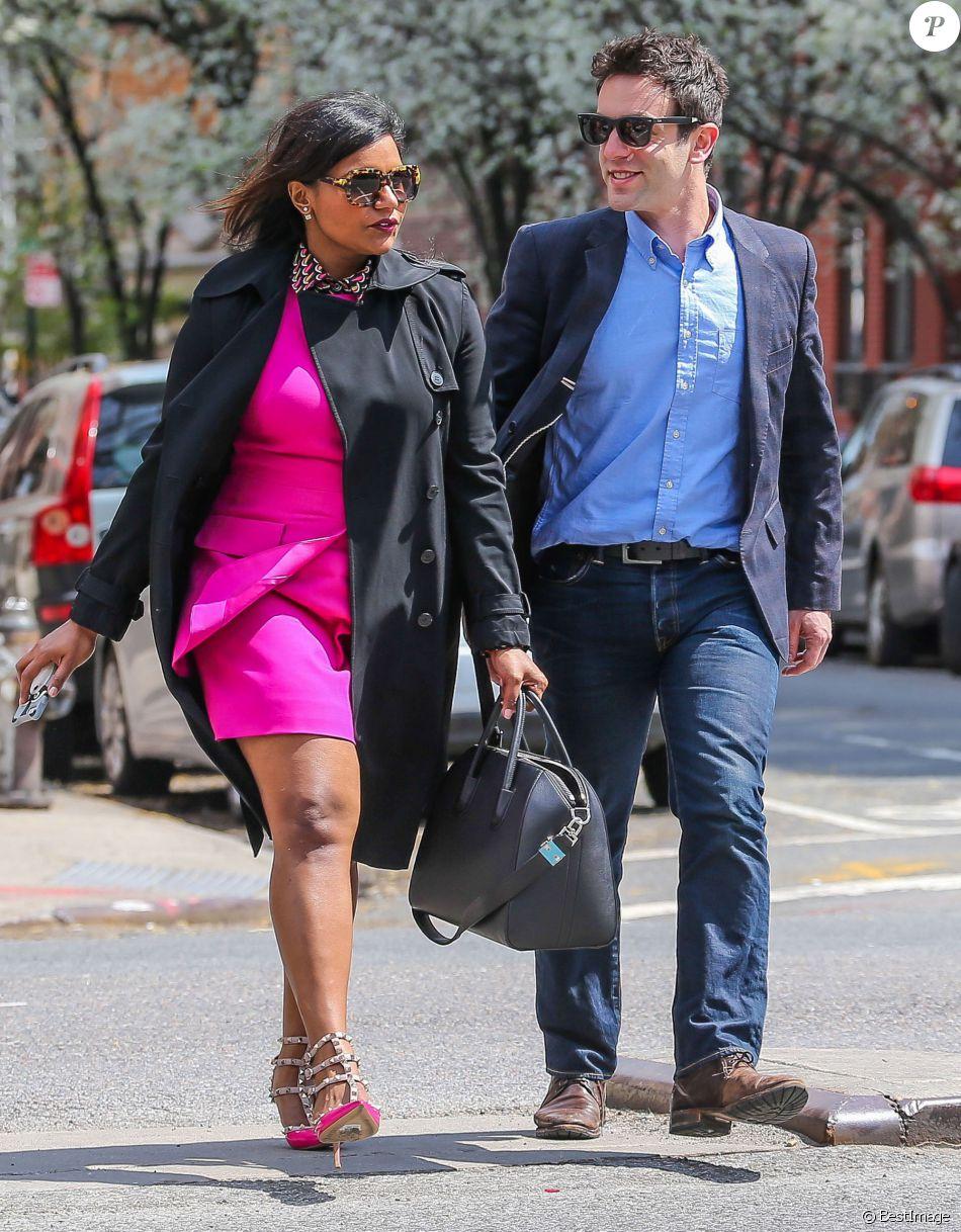 Exclusif - Mindy Kaling et B.J. Novak se promènent dans les rues ...