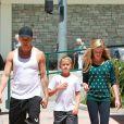 Ryan Phillippe et ses enfants Ava et Deacon dans les rues de Brentwood, Los Angeles, Cle 25 août 2013
