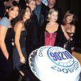 L'équipe de  Berverly Hills, 90210  célèbre le 250e épisode de la série le 3 novembre 1998.