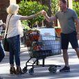 Tori Spelling enceinte rencontre Ian Ziering à la sortie du supermarché Ralph à Tarzana, le 2 novembre 2016.