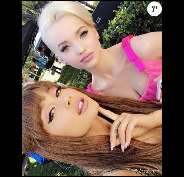Dove Cameron et Ariana Grande, posent sur Instagram, le 19 novembre 2106
