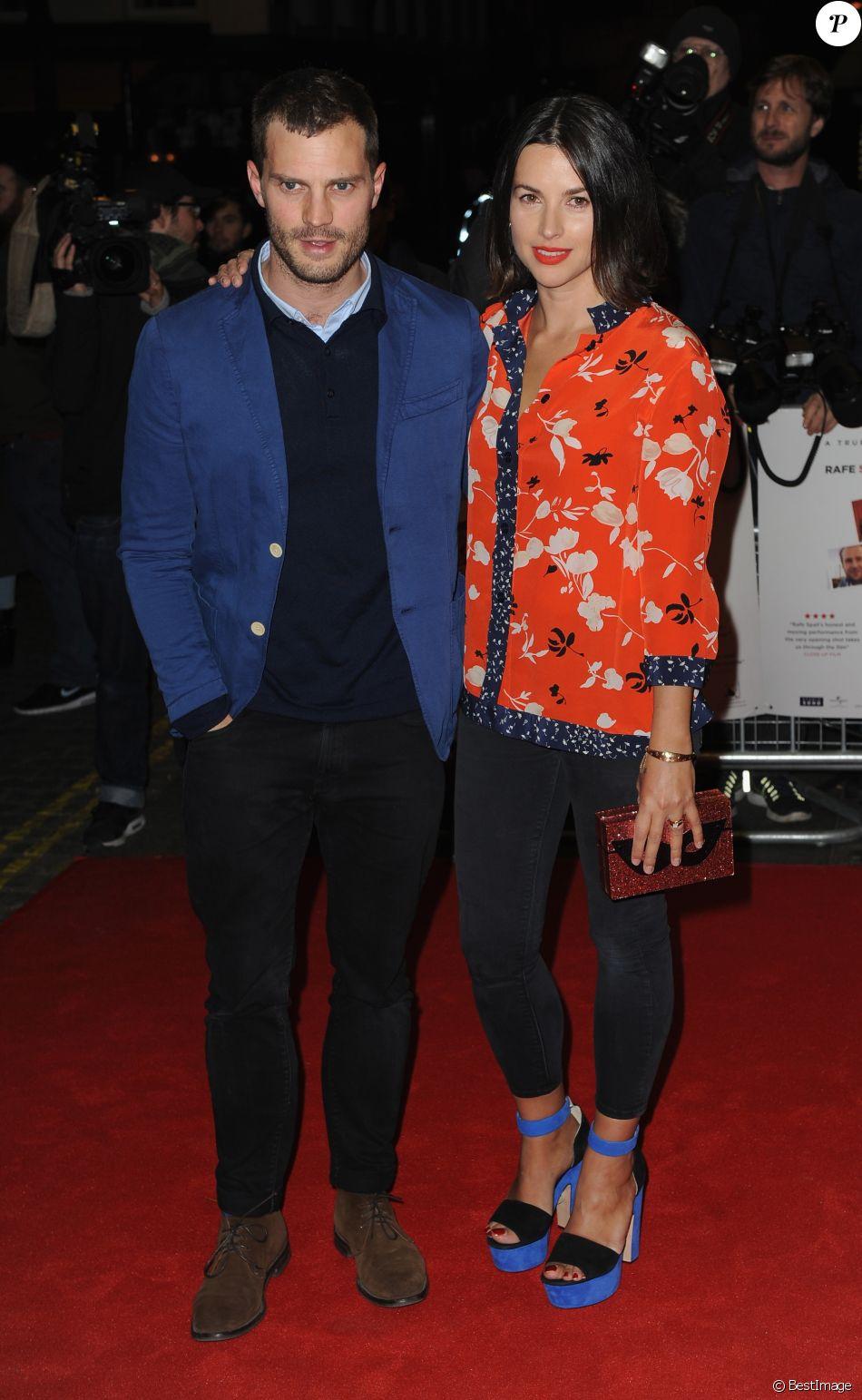 Jamie Dornan et sa femme Amelia Warner à la première de 'Mum's List' dans le quartier de Curzon Mayfair à Londres, le 23 novembre 2016 © Ferdaus Shamim via Zuma/Bestimage
