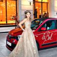 Hermine Royant en Elie Saab haute couture, Monica Concepcion en Marchesa et Altea Patrizi Naro Montoro en Stéphane Rolland haute couture (bijoux par Payal New York) devant la Renault Twingo (partenaire de l'événement) lors du bal des débutante au Peninsula, le 26 novembre 2016.