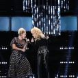Miley Cyrus et Dolly Parton chantent Jolene sur le plateau de l'émission The Voice, le 29 novembre 2016