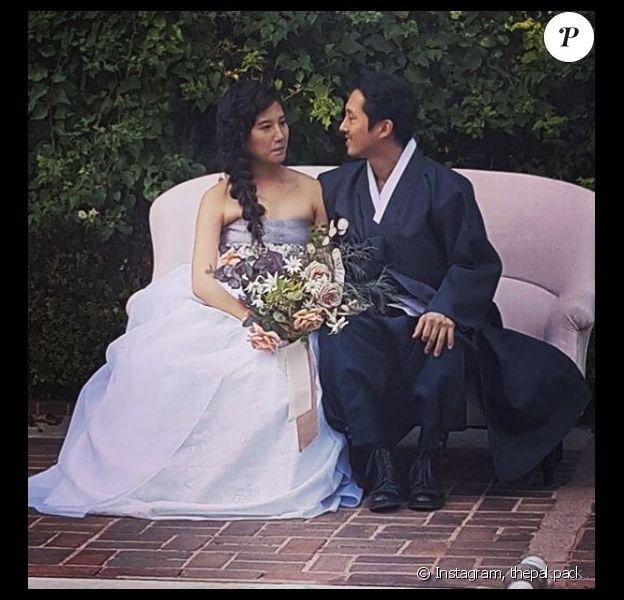 Steven Yeun de la série The Walking Dead a épousé sa chérie Joana Pak à Los Angeles ce samedi 3 décembre. Dans la foulée, le site Us Weekly a révélé que le couple attend son premier enfant.