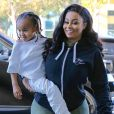 Rob Kardashian et sa fiancée Blac Chyna sont allés chez le dentiste à Calabasas. Blac Chyna porte son fils King Stevenson dans ses bras. Le 1er décembre 2016 Veuillez flouter le visage de l'enfant  Reality star Rob Kardashian and his fiancee Blac Chyna were seen heading to a dental clinic in Calabasas, California on December 1, 2016. Last week, there were reports stating that Rob moved back with Blac Chyna after leaving earlier this year in the spring. The two have also reportedly confirmed a wedding date set for July 17, 201701/12/2016 - Los Angeles
