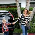 Hilary Duff et son fils Luca sont allés déjeuner dans le quartier de Bel Air à Los Angeles, le 20 novembre 2016.