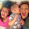 Sur Instagram, Emilie Nef Naf dévoile une photo de ses deux enfants et écrit qu'ils lui manquent énormément le 10 juin 2016.
