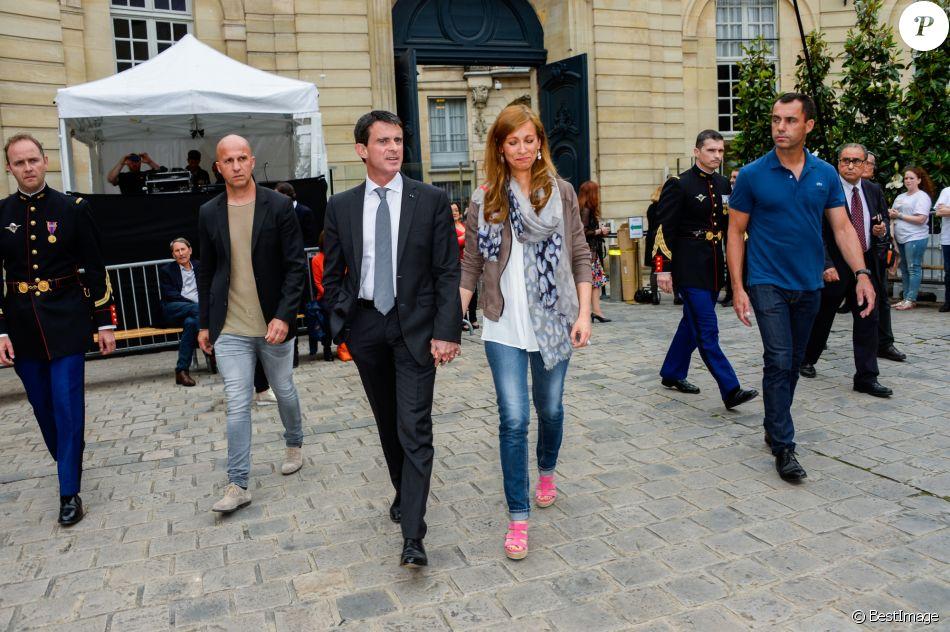 Le premier ministre manuel valls et sa femme anne gravoin for Ministre de france