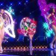 Les cinq finalistes défilent en tenue de fée de Noël.   Concours Miss France 2017. Sur TF1, le 17 décembre 2016.
