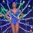 Miss Lorraine   : Justine Kamara -   Les cinq finalistes défilent en tenue de fée de Noël.   Concours Miss France 2017. Sur TF1, le 17 décembre 2016.