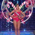 Miss Guadeloupe   : Morgane Thérésine -   Les cinq finalistes défilent en tenue de fée de Noël.   Concours Miss France 2017. Sur TF1, le 17 décembre 2016.