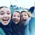 Alexandra Lamy, sa soeur Audrey Lamy et sa fille Chloé Jouannet, s'apprêtent à partir en vacances, le 16 décembre 2016.