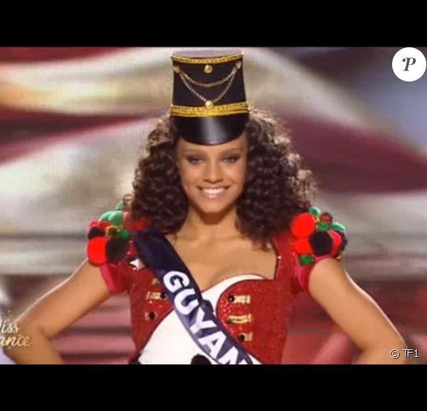 Alicia Aylies, alias Miss France 2017, lors du défilé des jouets de Noël, le 17 décembre à l'Arena de Montpellier