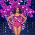 Alicia Aylies, alias Miss France 2017, illuminant la scène en maillot de bain, le 17 décembre à l'Arena de Montpellier