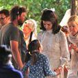 Exclusif - Katie Holmes tourne la scène du mariage de Jackie Kennedy et Aristote Onassis à Toronto le 17 juin 2016. entre deux prises, sa fille Suri Cruise vient lui faire un câlin.