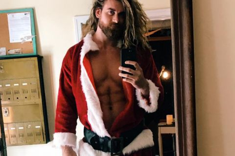 Brock O'Hurn : Père Noël ultrasexy épaulé par Iskra Lawrence