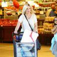 Tori Spelling enceinte à la sortie du supermarché Ralph à Tarzana, le 2 novembre 2016