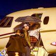 Exclusif - Blake Shelton et sa compagne Gwen Stefani prennent un avion privé à l'aéroport à Los Angeles, le 15 décembre 2016.