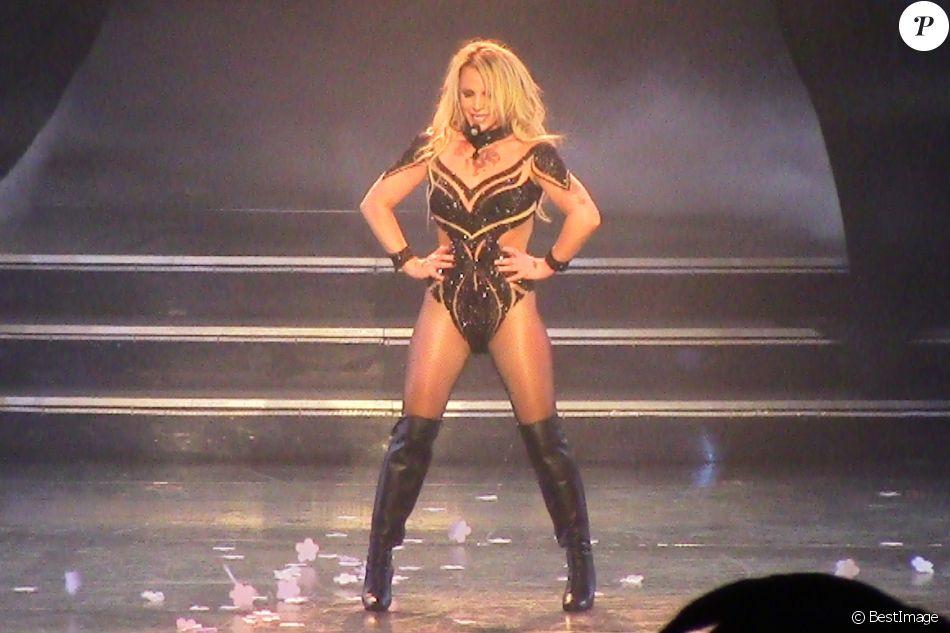 Britney Spears craque sa combinaison en plein concert
