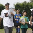 Exclusif - Kevin Federline emmène ses enfants Jayden et Sean jouer au foot à Woodland Hills, le 17 mai 2015