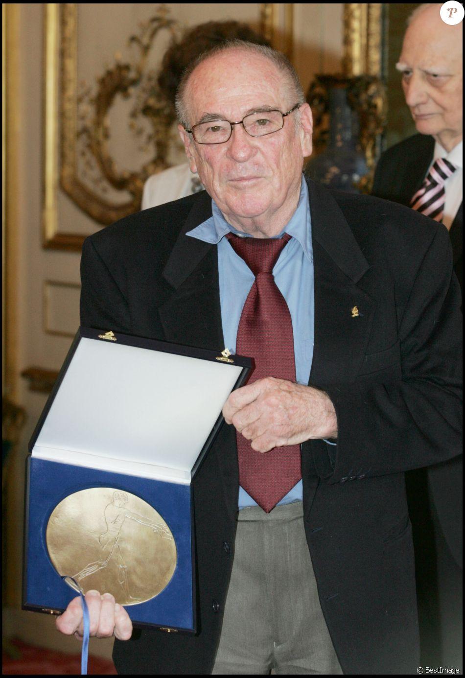 Jean Vuarnet reçoit le prix Alain Danet à Paris. Avril 2007.