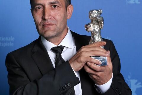 Nazif Mujic, acteur rom primé à Berlin, obligé de vendre son Ours pour survivre