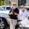"""Exclusif - Shannen Doherty et sa mère Rosa sont allées faire du shopping à Malibu, le 26 juillet 2016. Elle porte un bandana sur la tête. L'actrice de la série """"The Beverly Hills 90210"""" se bat depuis mars 2015 contre un cancer du sein."""