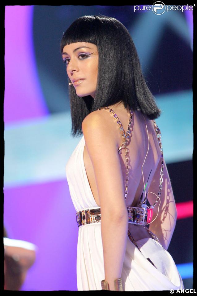 Sofia Essaïdi en tenue de spectable pour 'Cléopâtre'