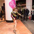"""Fauve Hautot - La troupe de """"Saturday Night Fever"""" fait son show à l'occasion du lancement des soldes d'hiver aux Galeries Lafayette à Paris, France, le 11 janvier 2017."""