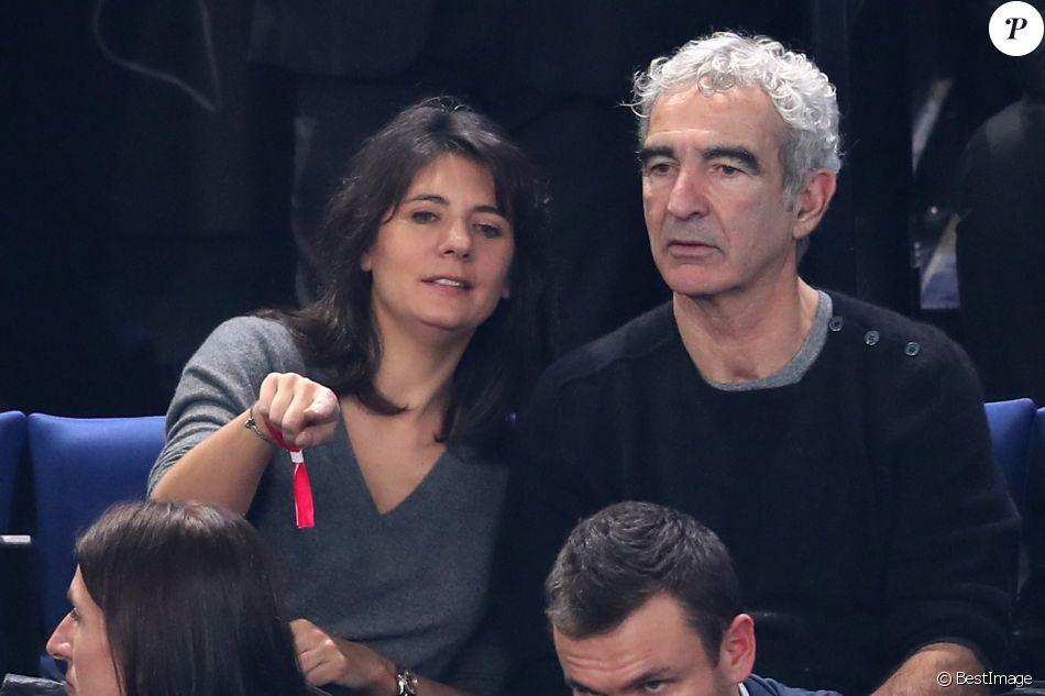Estelle denis et raymond domenech lors du match d 39 ouverture du mondial de handball 2017 france - Raymond domenech estelle denis ...