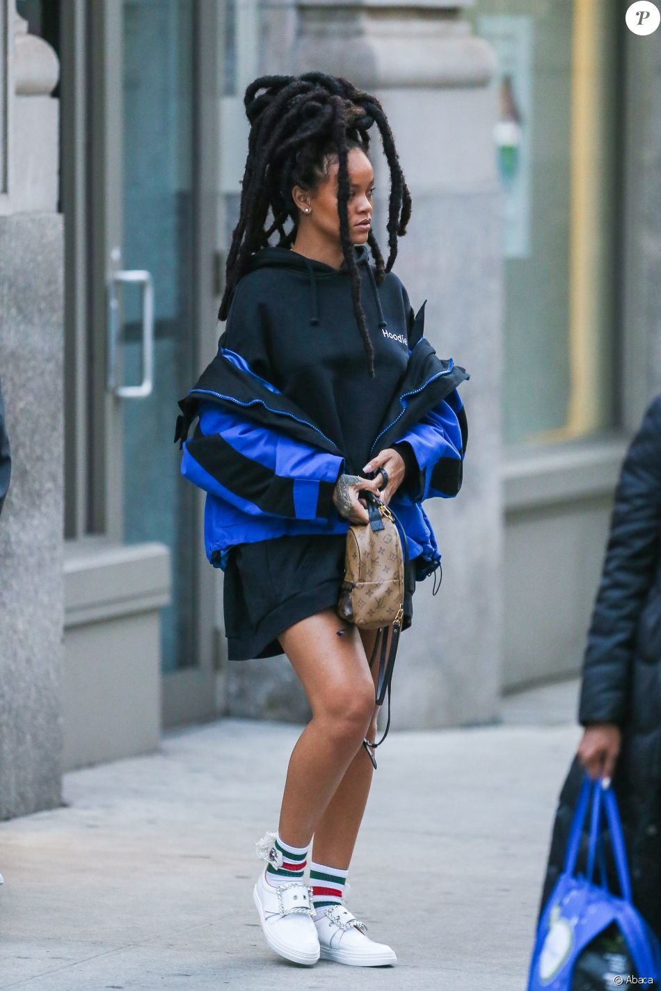 Rihanna à New York, porte une parka Balenciaga (collection