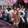 L'hôtel Royal Monceau remercie Céline Dion pour son séjour avec un énorme bouquet de ballons à Paris le 9 juillet 2016.
