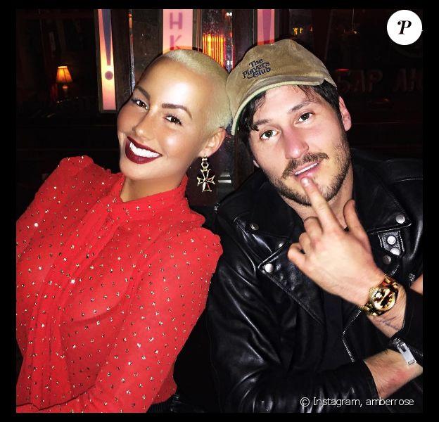 Amber Rose pose avec son chéri Val Chmerkovsky sur Instagram au mois de janvier 2017