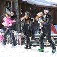 Exclusif - Kourtney Kardashian avec son compagnon Scott Disick et leurs enfants Mason, Penelope et Reign font du ski à Aspen le 30 décembre 2016