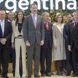 Le roi Felipe VI et la reine Letizia d'Espagne, ici sur le stand de l'Argentine, pays mis à l'honneur cette année, ont inauguré le 18 janvier 2017 au Parc des expositions Juan Carlos Ier la 37e édition de la FITUR, le Salon international du tourisme de Madrid.