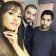 Ariana Grande pose sur Instagram.