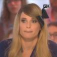 """La jolie Capucine Anav face à Matthieu Delormeau dans """"Il en pense quoi Matthieu ?"""" sur C8, le 27 janvier 2017."""