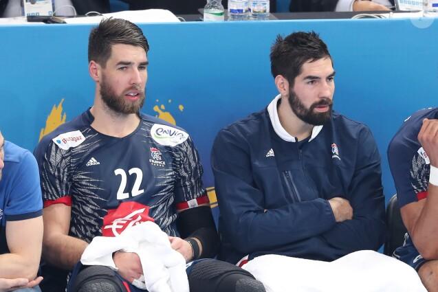 Nikola Karabatic et son frère Luka Karabatic lors du match d'ouverture du mondial de handball, la France contre le Brésil à AccorHotels Arena à Paris, France, le 11 janvier 2017.