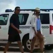 Barack et Michelle Obama en tongs et casquettes : Détendus à la plage !