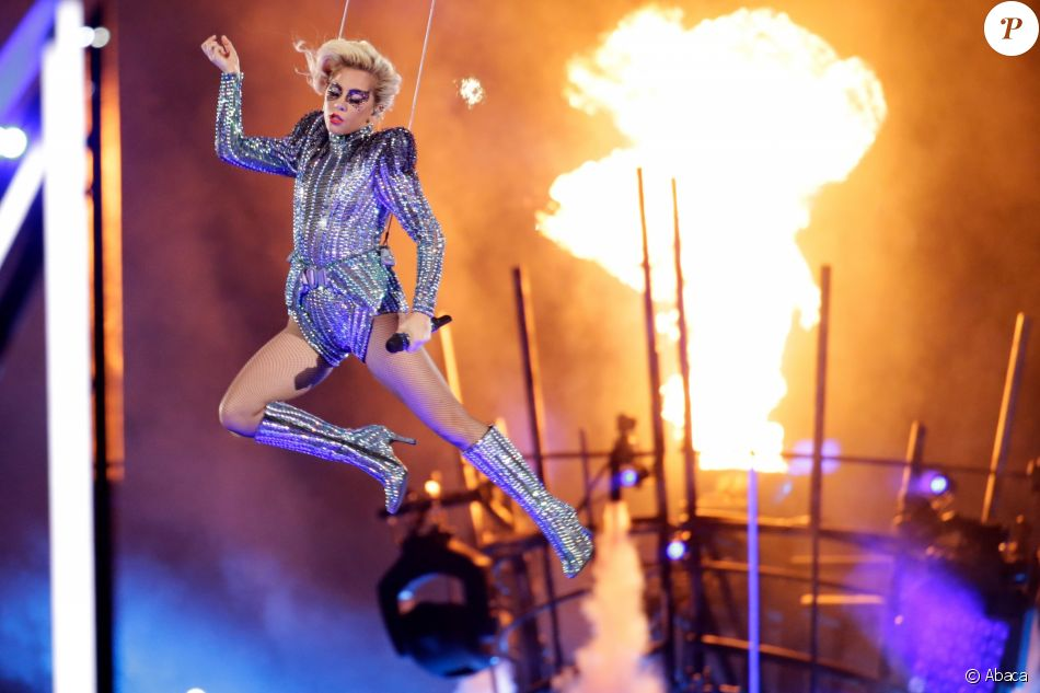 Lady Gaga en concert lors du Super Bowl au NRG Stadium à Houston, le 5 février 2017
