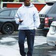 Kanye West arrive sous la pluie à son bureau à Calabasas, le 6 février 2017