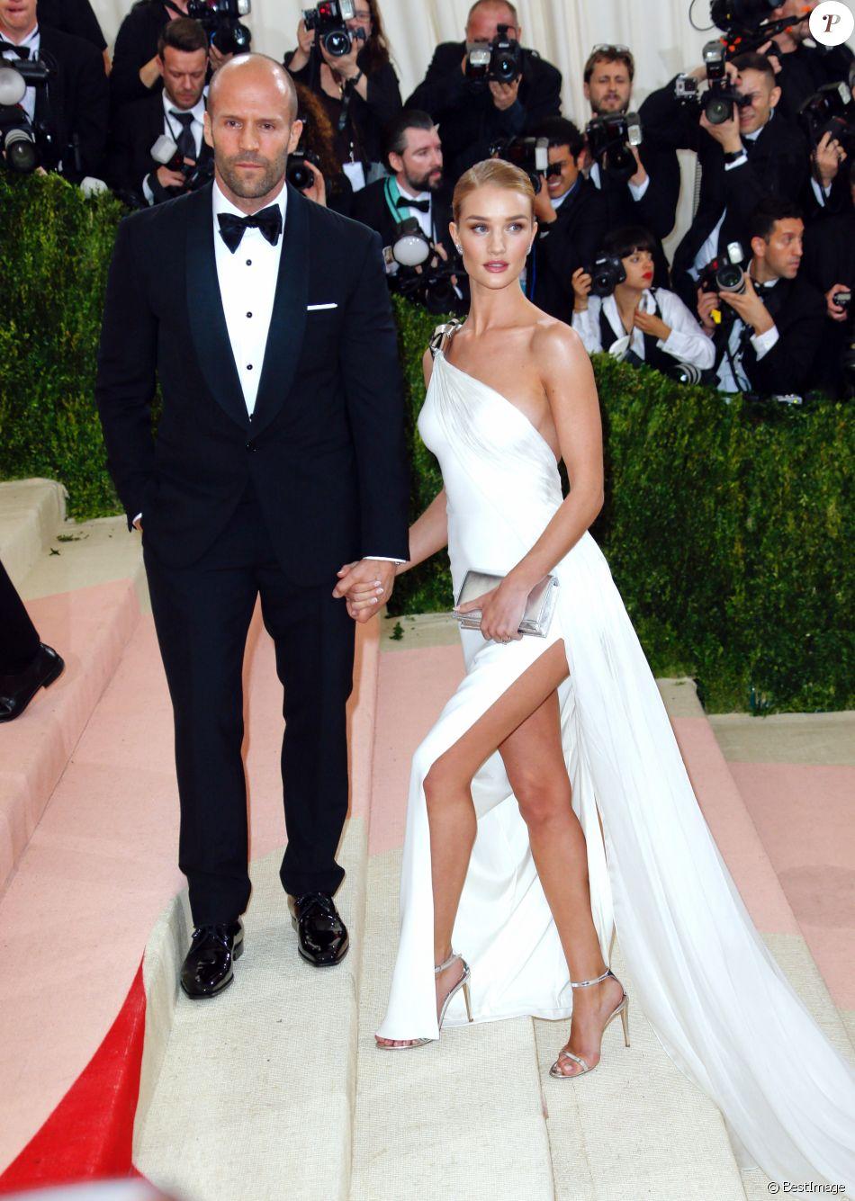 beaucoup de choix de Réduction vente énorme Rosie Huntington-Whiteley (robe Ralph Lauren) et son fiancé ...
