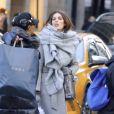 """Semi-exclusif - Miss Univers 2016 Iris Mittenaere se balade dans le quartier de Fifth Avenue avec un membre de l'organisation de Miss Univers après avoir passé 2 heures chez le coiffeur """"Abel Atelier"""" dans le quartier de Upper East Side à New York, le 5 février 20107"""