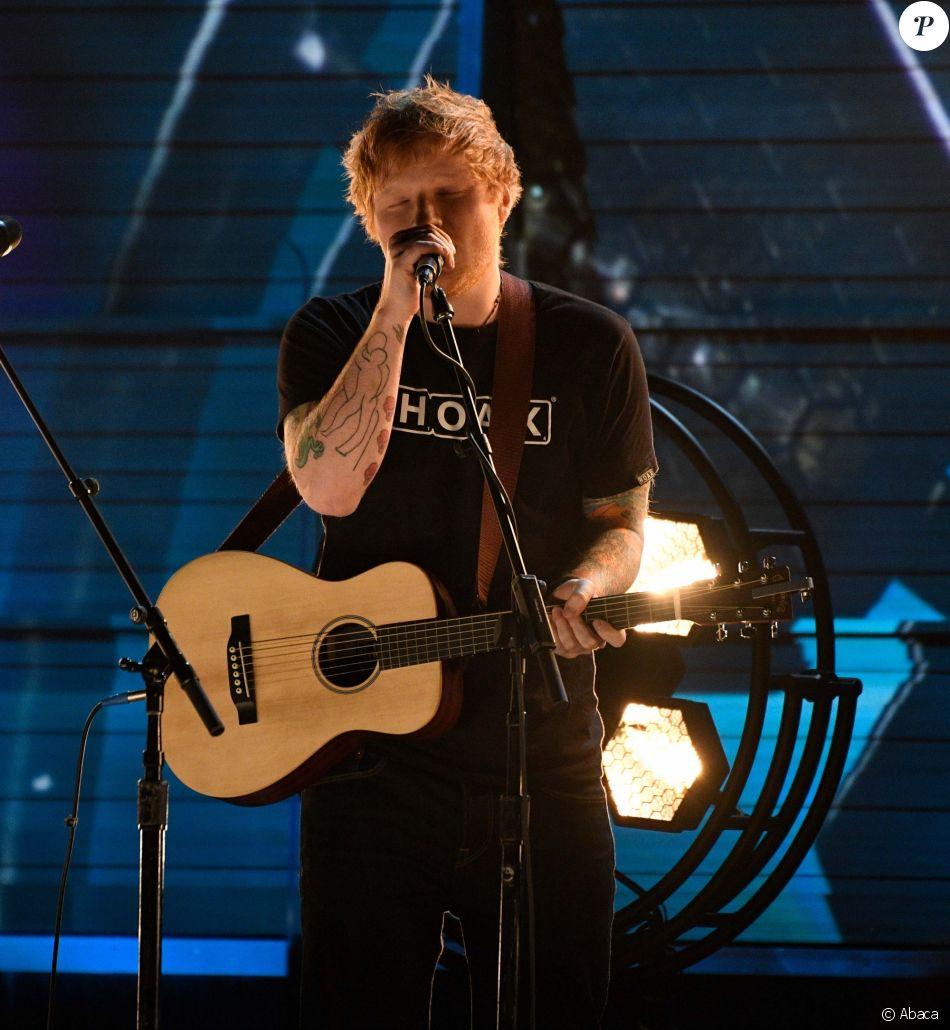 Ed Sheeran sur la scène des Grammy Awards au Staples Center à Los Angeles le 12 février 2017