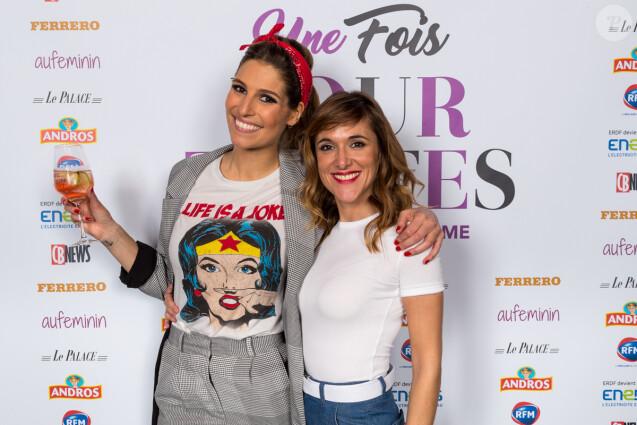 Laury Thilleman et Victoria Bedos lors de la soirée Une Fois Pour Toutes au théâtre Le Palace à Paris, le 27 février 2017