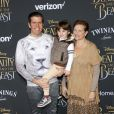 Perez Hilton avec sa mère Teresita Lavandeira et son fils Mario Armando Lavandeira- Avant-première du film La Belle et la bête à Los Angeles le 2 mars 2017