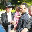 Chrissy Teigen et son mari John Legend sont allés faire du shopping avec leur fille Luna Stephens à Barneys New York à Beverly Hills, le 9 mars 2017
